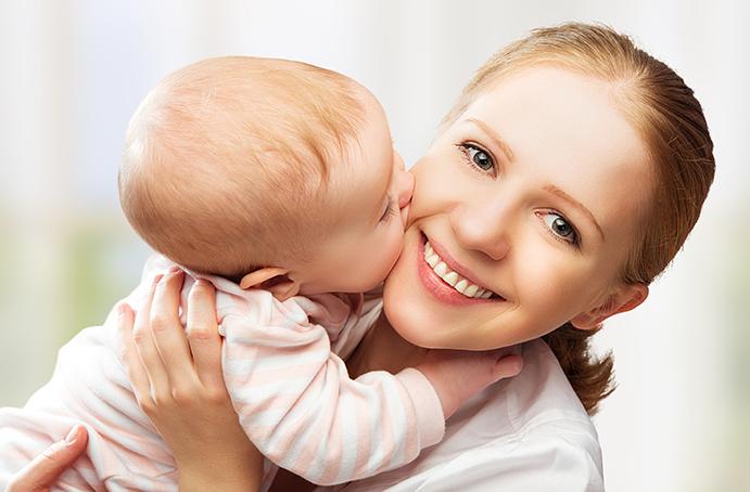 Мама и ребенок целуются фото